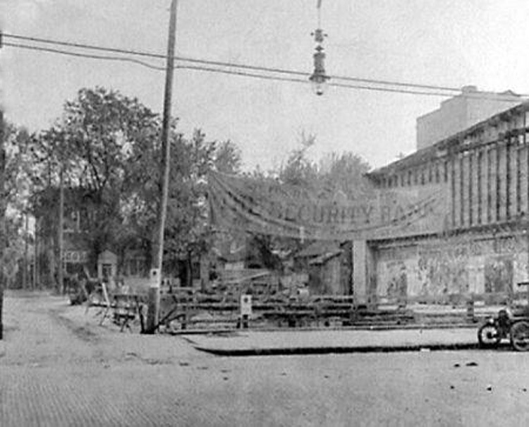 Construction of Security Savings Bank, Portsmouth, Ohio, c. 1918.